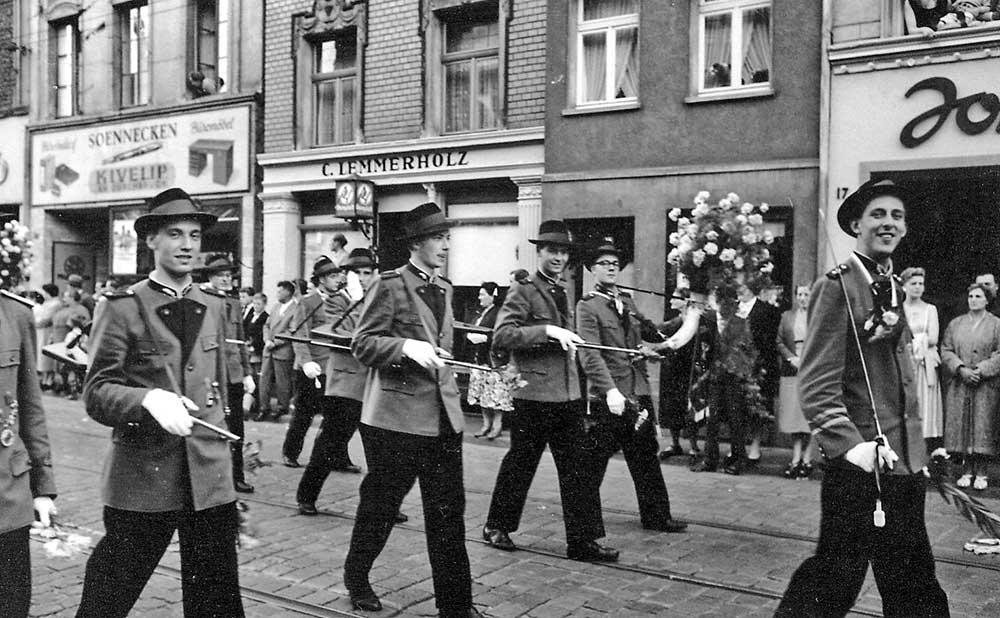 Götz-von-Berlichingen in jungen Jahren auf der Zollstraße.