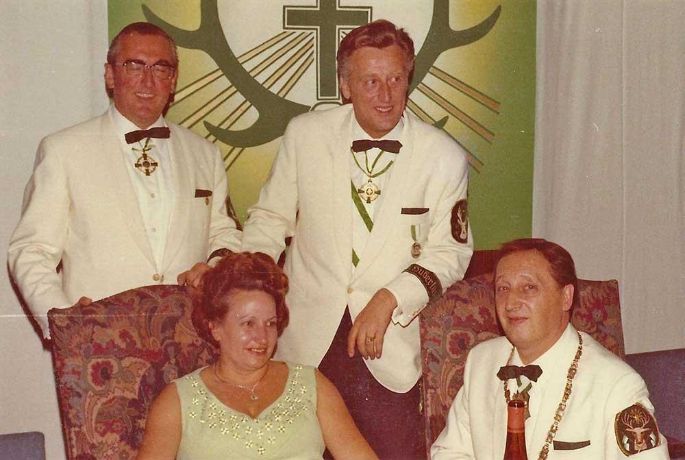 Major Kistler und Adjutant Gondorf mit Hubertuskönig 1969/70 Josef Förster mit Gemahlin