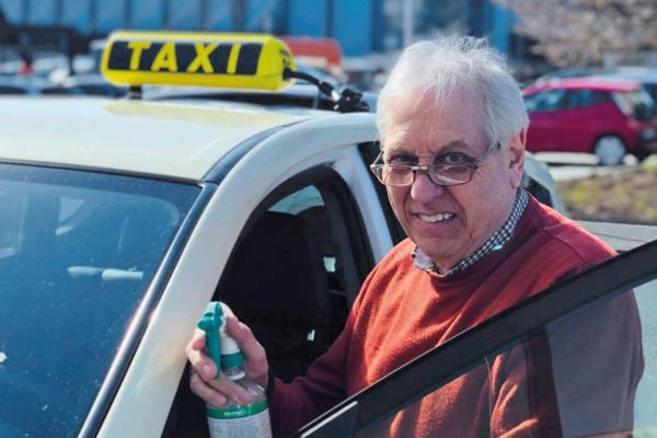 Pünktlich zum Impftermin – mit dem Spätzünder-Taxi